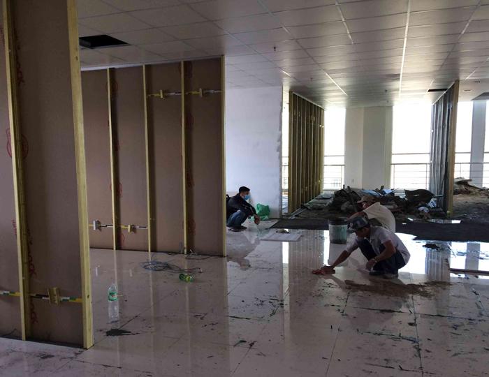 Dọn dẹp công trình sau khi phá dỡ thạch cao sạch sẽ