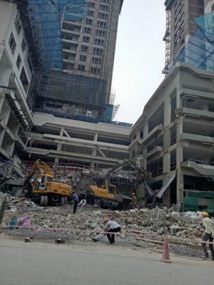 Phá dỡ các tòa chung cư