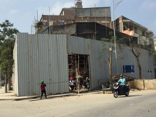 Những công trình đang được tiến hành phá vỡ như thế này xuất hiện ở rất nhiều nơi